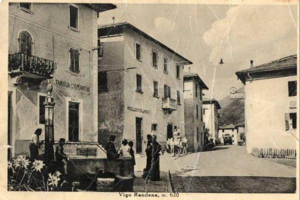 Piazza Vigo Rendena anni 50