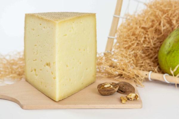 Caseificio Basso formaggio Asolano taglio