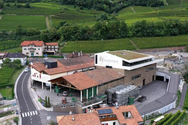 panorama Cantina di Cortaccia produttori locali DAO
